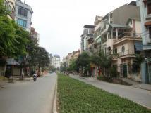 Cho thuê nhà mặt đường Phạm Tuấn Tài, phù hợp làm văn phòng