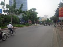 Cho thuê nhà mặt đường Hoàng Quốc Việt, tiện kinh doanh hay làm văn phòng