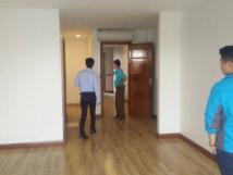Chính chủ cho thuê nhà mặt phố Đội Cấn, 110m2, 7 tầng