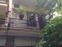 Ϲhính chủ cần cho thuê nhà 3 tầng, 2 mặt ngõ 97 Văn Ϲao, rộng 6m.