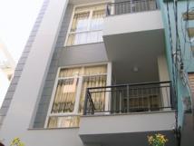 Cho thuê nhà ngõ 242 đường Láng( gần ngã 4 sở ),Đống Đa, Hà Nội.Dt 52m,5 tầng.Giá 24tr/th