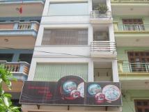 Cho thuê nhà mặt ngõ 43 Nguyên Hồng, 4 tầng x 50m2, oto đỗ cửa, giá 14 tr/th