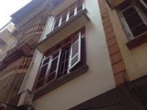 Nhà 5 tầng 35m2 ngõ 108 Nghi Tàm, 3 phòng ngủ, ưu tiên gia đình