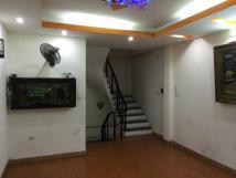 Nhà 5 tầng, 34m2 ngõ 108 Nghi Tàm, 3 phòng ngủ, ưu tiên gia đình