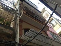 Cho thuê nhà riêng mặt ngõ tại Thái Thịnh, Đống Đa, DT 40m2, 4,5 tầng, giá 12.5 triệu/tháng