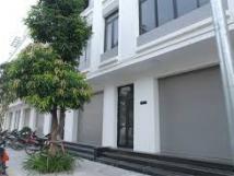 Vị trí đẹp duy nhất, cho thuê mặt bằng kinh doanh mặt phố Gia Lâm. lh: 0971530185