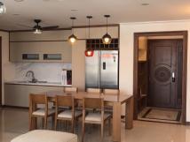 Cho thuê căn hộ cao cấp tại chung cư 15&17 Ngọc Khánh, Ba Đình 136m2, 3PN view hồ giá 17triệu/tháng.
