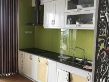 Cho thuê căn hộ tập thể tầng 2, ngõ 88 Trần Quý Cáp