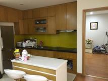 Tôi đang cần cho thuê căn hộ tại 172 Ngọc Khánh, Ba Đình. DT 115m2, 3PN, đủ đồ, giá: 15tr/th