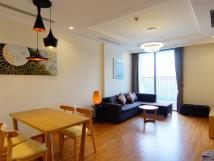 Cho thuê căn hộ cao cấp tại chung cư 15-17 Ngọc Khánh, Ba Đình 160m2, 3PN, view hồ, giá 16tr/th