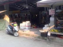 Sang nhượng kiot bán hàng quầy dãy hoa quả, cây cảnh trong chợ Quang, Thanh Liệt. 1,5 tr/th