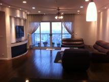 Cho thuê chung cư M3- M4 Nguyễn Chí Thanh 122m2, 3 phòng ngủ, full nội thất đẹp, giá 15 tr/th