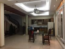 Cho thuê nhà riêng Ngọc Thụy, ô tô vào nhà 250m2 giá 20tr/th. LH 0967341626