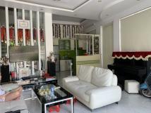 Cho thuê nhà mặt phố Bồ Đề, 5 tầng 4PN view hồ, 2 mặt thoáng.