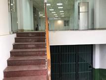 Cho thuê nhà mặt đường Lạc Long Quân, Tây Hồ 160m x6T 1 hầm thiết kế thông sàn phù hợp showroom...