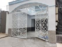 Cần bán nhanh Khách sạn Nơ Trang Long, có HĐT 65tr, giá chỉ 15 tỷ.