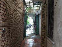 Cho thuê nhà tập thể tầng 1, tại 102 C8b phố Quỳnh Mai, Hai Bà Trưng, Hà Nội