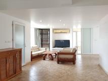 Cho thuê căn hộ tại Trịnh Công Sơn, Tây Hồ, 90m2, 2PN, đầy đủ nội thất, ban công