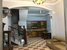 Chính chủ cho thuê nhà nguyên căn ngõ 285 Đội Cấn. DT 50m2 x 3 tầng, giá 12tr/th, LH 0914 727599